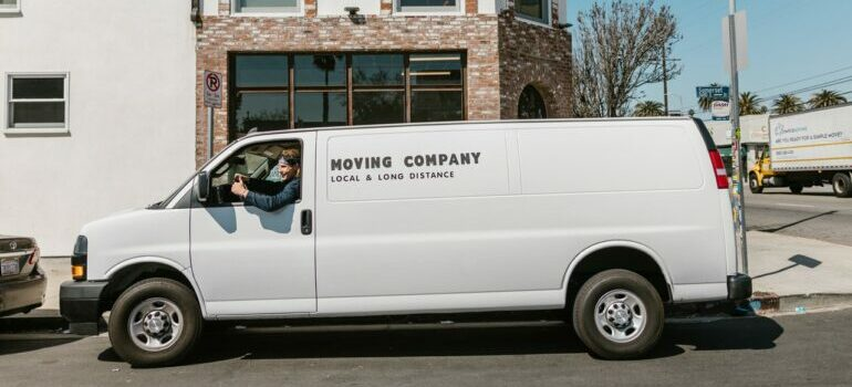 Hiring full-service movers in Austin